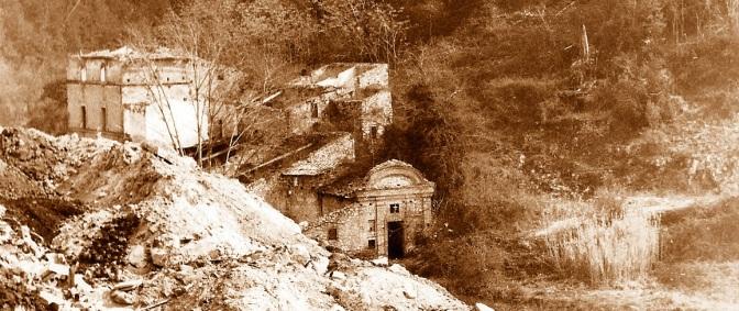 Villa del Settecento ingoiata dalla discarica a Pentima