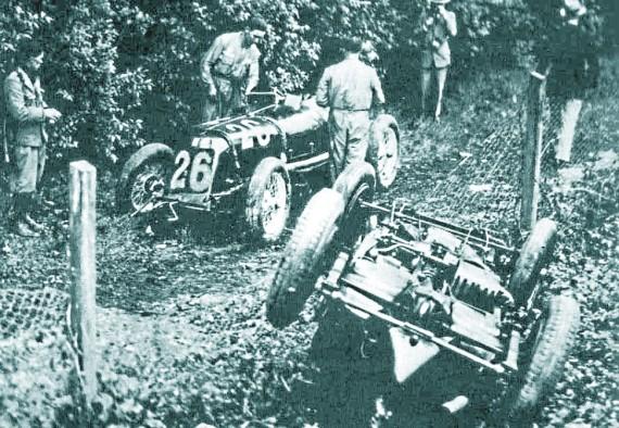 Le auto di Campari e Borzacchini (n.26) dopo l'incidente che costò la vita ad entrambi