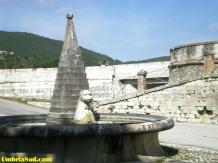 Sellano, la fontana in piazza