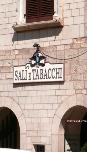 Visso, antica insegna del Monopolio Sali e Tabacchi