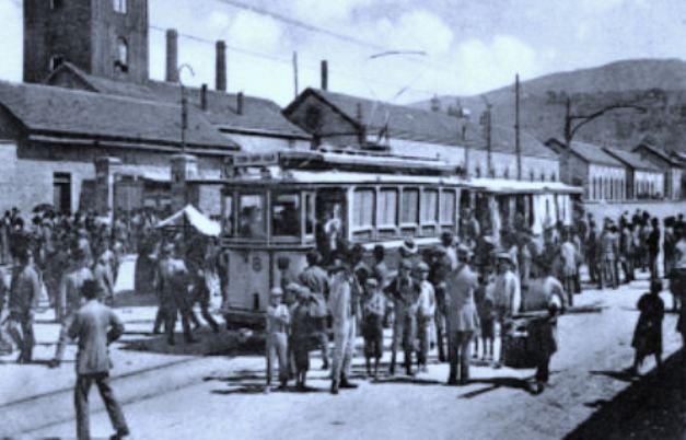 Terni, tram davanti alle acciaierie