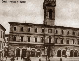 Il Municipio, piazza Vittorio Emanuele