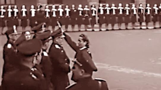 Mussolini a Orvieto in visita alle ragazze della GIL